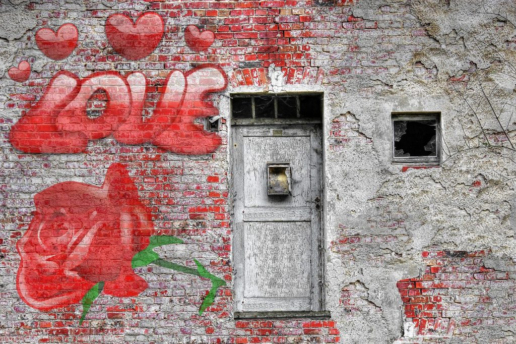 роза и надпис любов